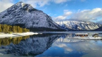 Banff Winter Discovery Tour with Hot Springs