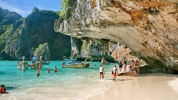 Phang Nga Bay Deluxe Tour to James Bond & Hong Island