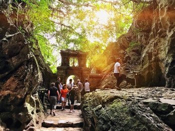 Marble Mountain & Linh Ung Pagoda Half-Day Tour
