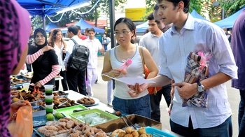 Afternoon Walking Food Tour of Central Market & Kampung Bahru with Tastings