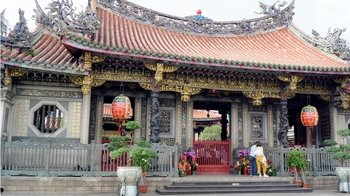 Panoramic Taipei Tour with Longshan Temple, Pinglin & Elephant Mountain