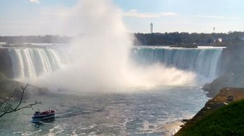 Niagara Falls Day Tour with Winetasting & Hornblower Niagara Cruise
