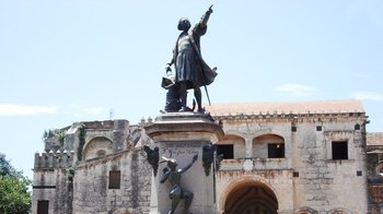 Guided Santo Domingo City Colonial Tour with Train Ride & Lunch