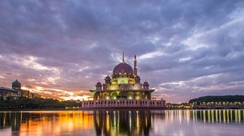 Half-Day Putrajaya Tour with Lake Cruise