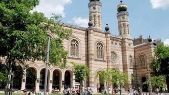 A Journey through Jewish Budapest with a Historian Guide