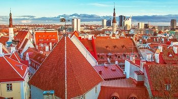 Day Excursion to Tallinn with Small-Group Old Town Walking Tour