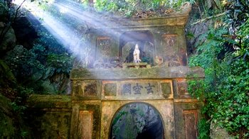 Private Tour of Marble Mountains, Hue Imperial City & Tombs