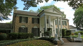 Guided Graceland Tour with Transportation from Memphis