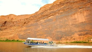Guided Evening Jet Boat Tour of the Colorado River with Dinner