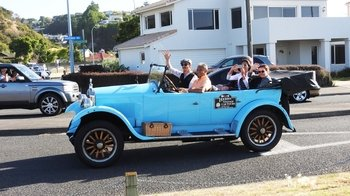 Private Half-Day Flexible Tour to Napier & Wineries in a Vintage Car