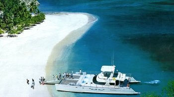 Day Trip to Isla Tortuga with world famous Calypso Cruise
