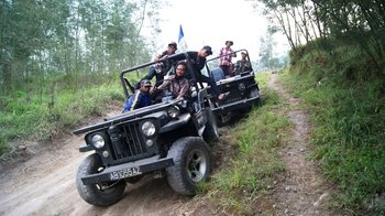 Full-Day Jeep Tour to Merapi Volcano & Borobudur
