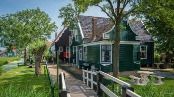 Hop-On Hop-Off Dutch Villages, Cheese & Windmills Bus Tour