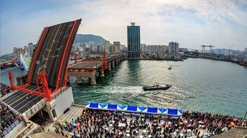 Private Full-Day Customisable Busan Tour with Driver