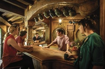 Hobbiton Film Set Tour with Shuttle from Auckland