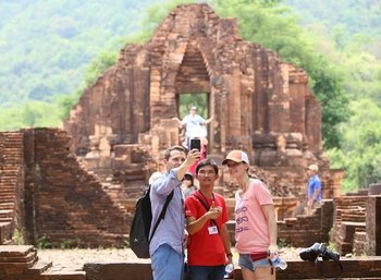 My Son Discovery Small Group Tour from Hoi An