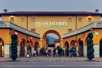Franciacorta Outlet Village: Shopping Tour from Bergamo