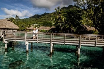 Private Session with a Local Photographer in Mo'orea