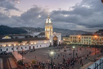 Full Day Quito City Tour + Teleférico + Mitad del Mundo Tour