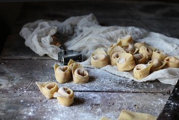 Bologna: Traditional Home Cooking Class with Lunch or Dinner