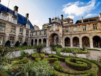 Marais in Paris Semi-Private Guided Walking Tour