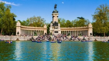 Skip-the-line Madrid Royal Palace and Retiro Park Tour