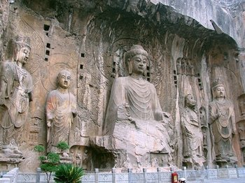 Luoyang Private Day Tour: Shaolin Temple & Longmen Grottoes