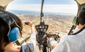 Barcelona: Afternoon OldTown WalkingTour & Helicopter Flight