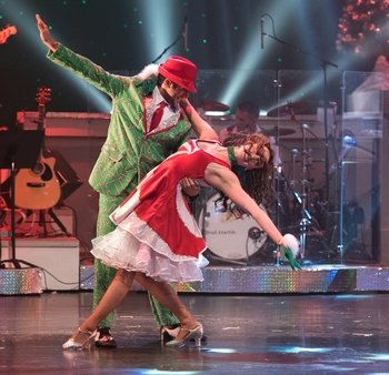 Voted the Smokies Best Christmas Show - Country Tonite!
