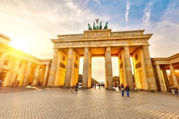 Private Full-Day Sightseeing Tour of Berlin in a Minivan