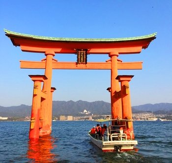 World Heritage Itsukushima Shrine & Oyster Raft Tour