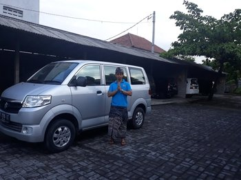 Bali Private Car Charter with English Chauffeur Driver