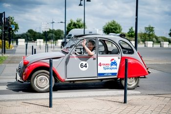 Bordeaux by Day : Best Views Of Bordeaux in a Vintage Car