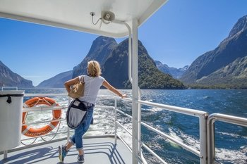 Milford Sound Sunriser - Early Coach & Cruise Full Day Tour