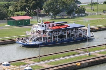 Canal Tour - Navigate the Panama Canal