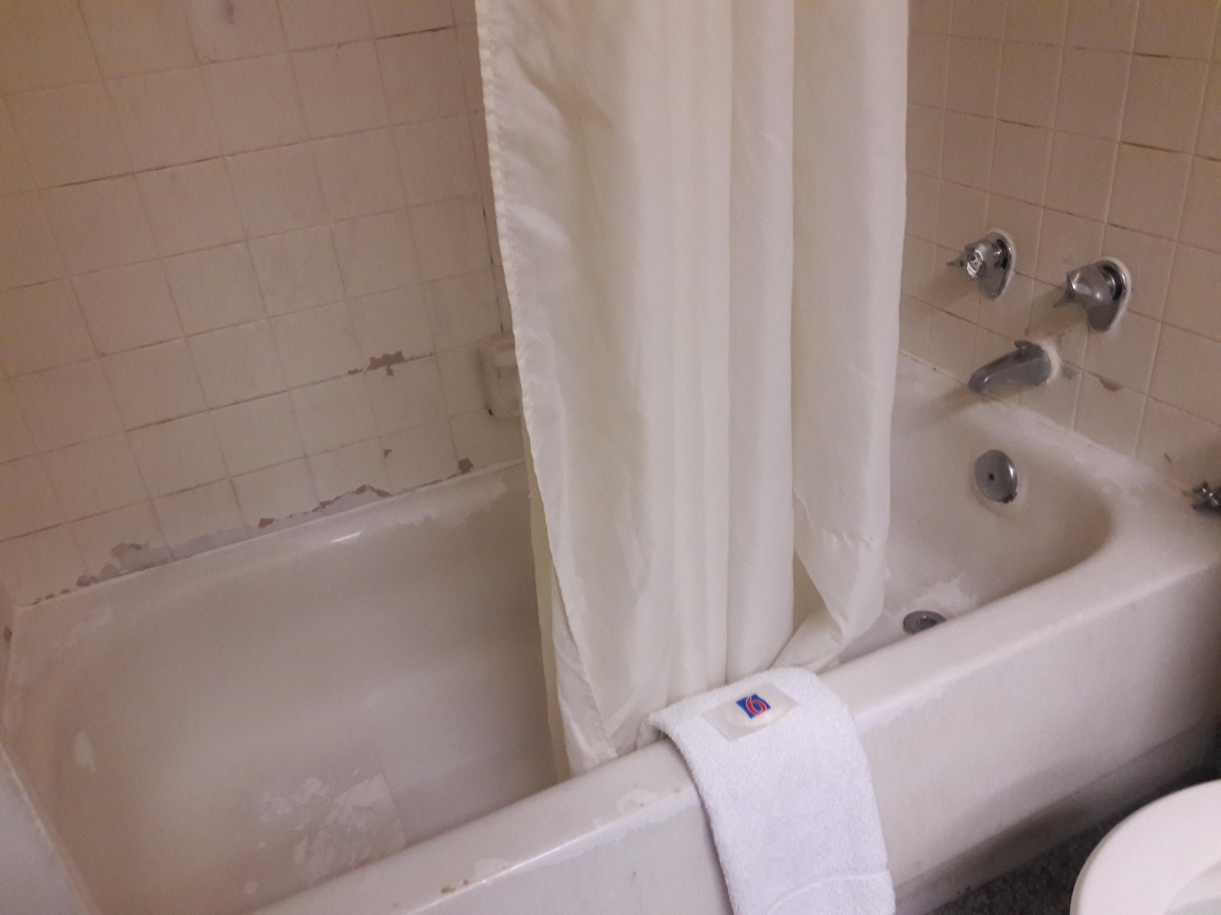 Dirty Bathtub/Shower