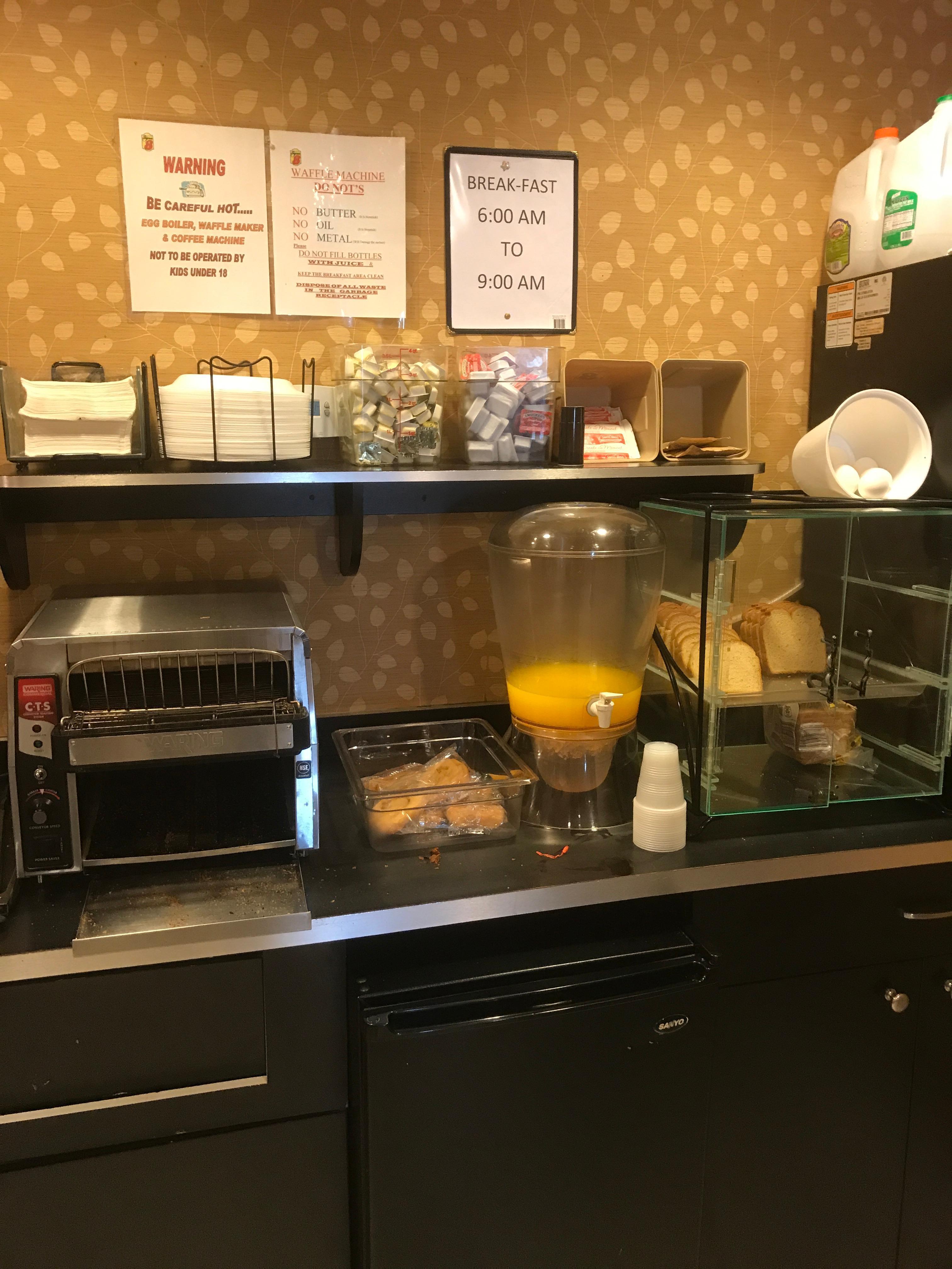 Frühstücksraum bzw Frühstückstankstelle