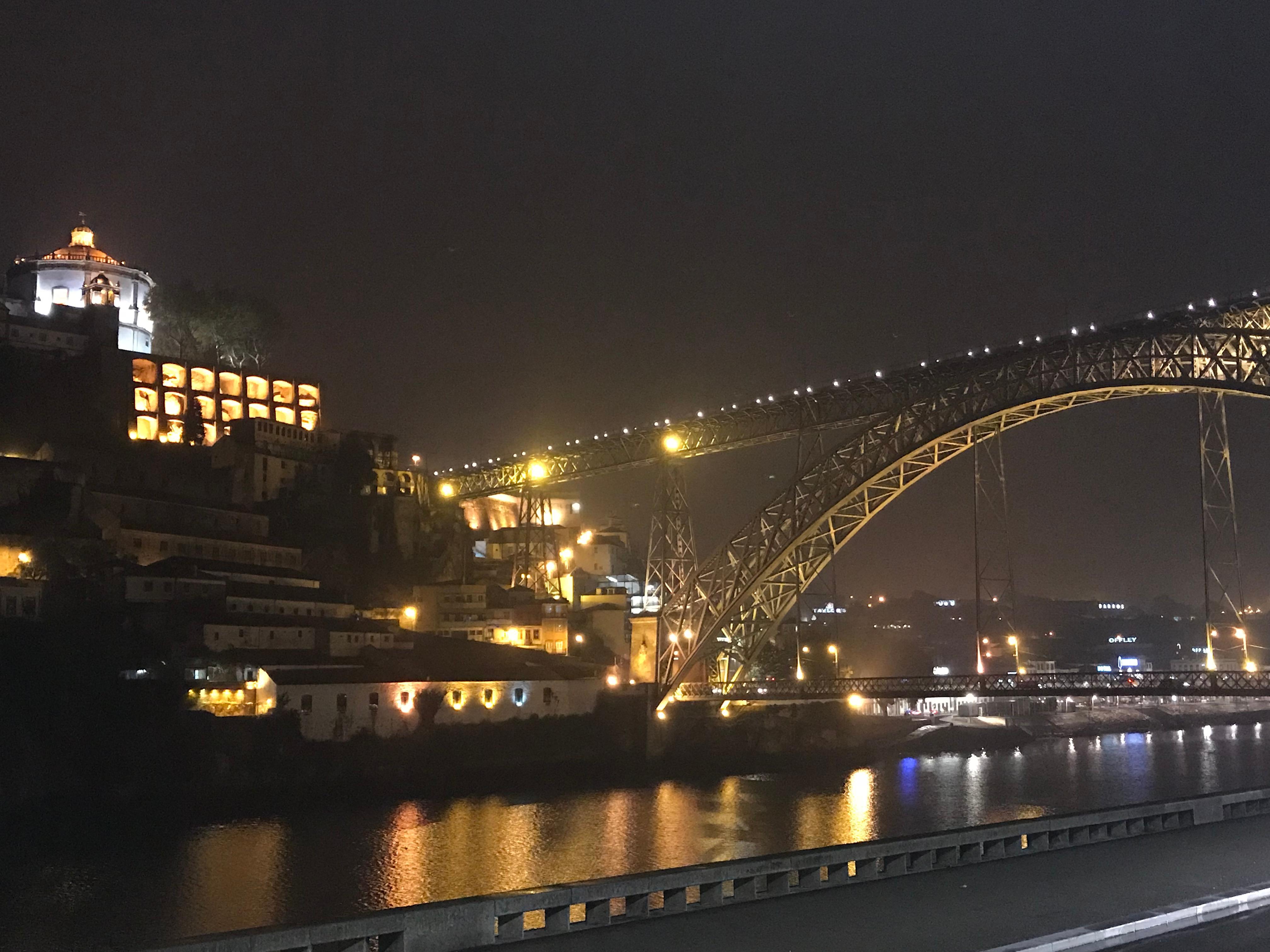 Nacht Aussicht von Hotel Fenster