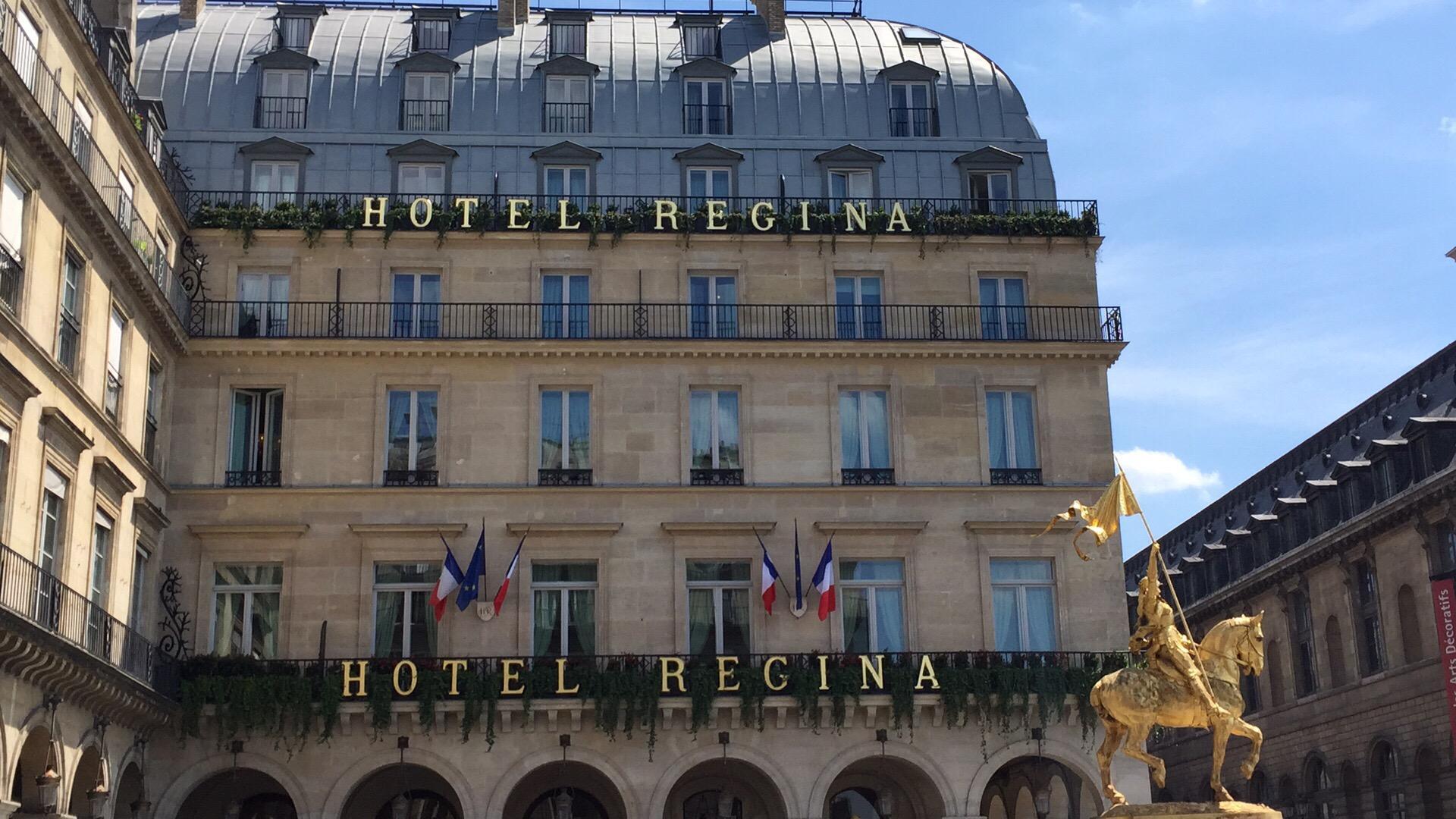 Hotel Regina across the Place de Pyramides