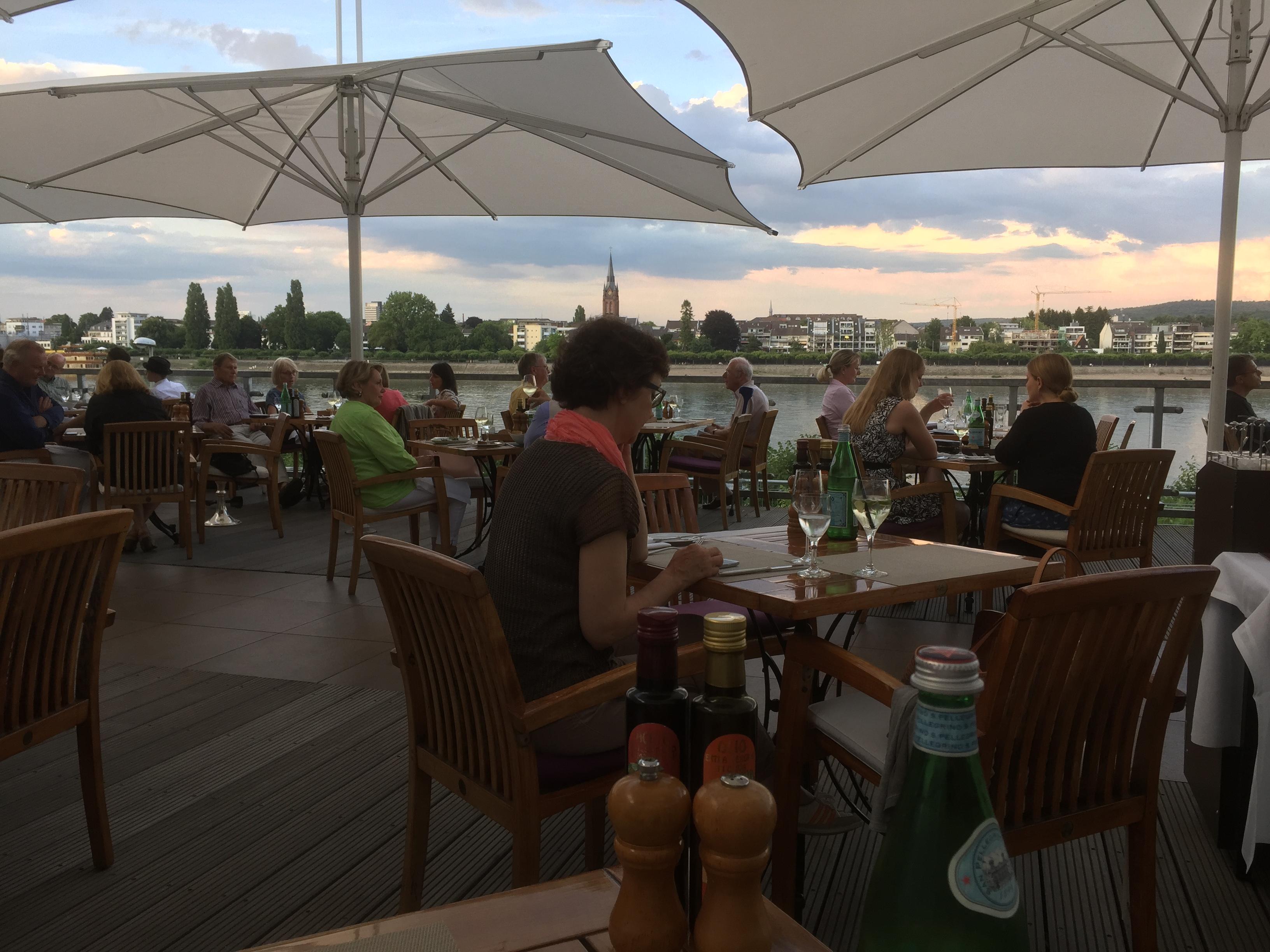 Rest. Terasse am Rhein