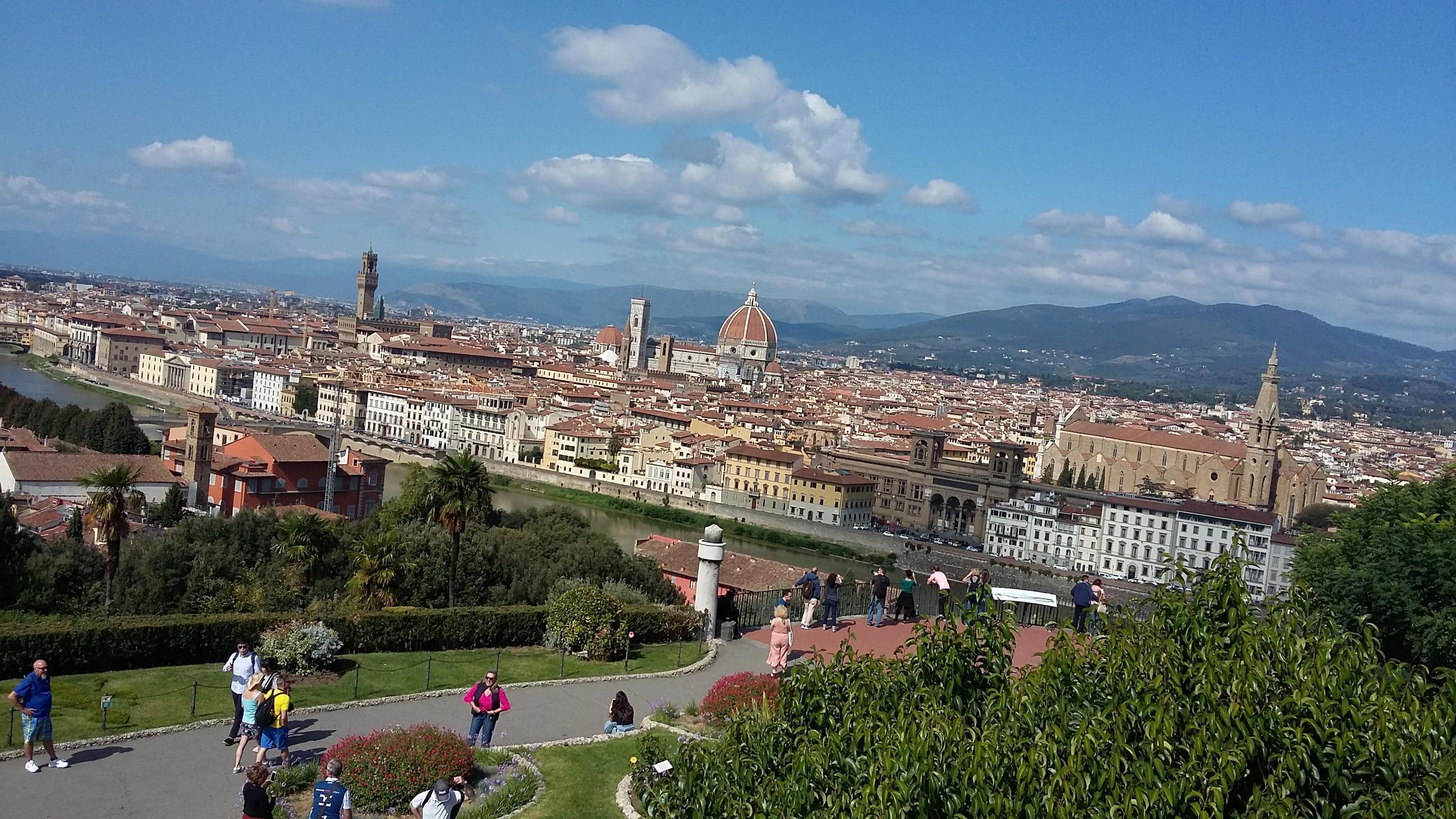 Näkymä matkalla alas Piazzale Michelangelolta.