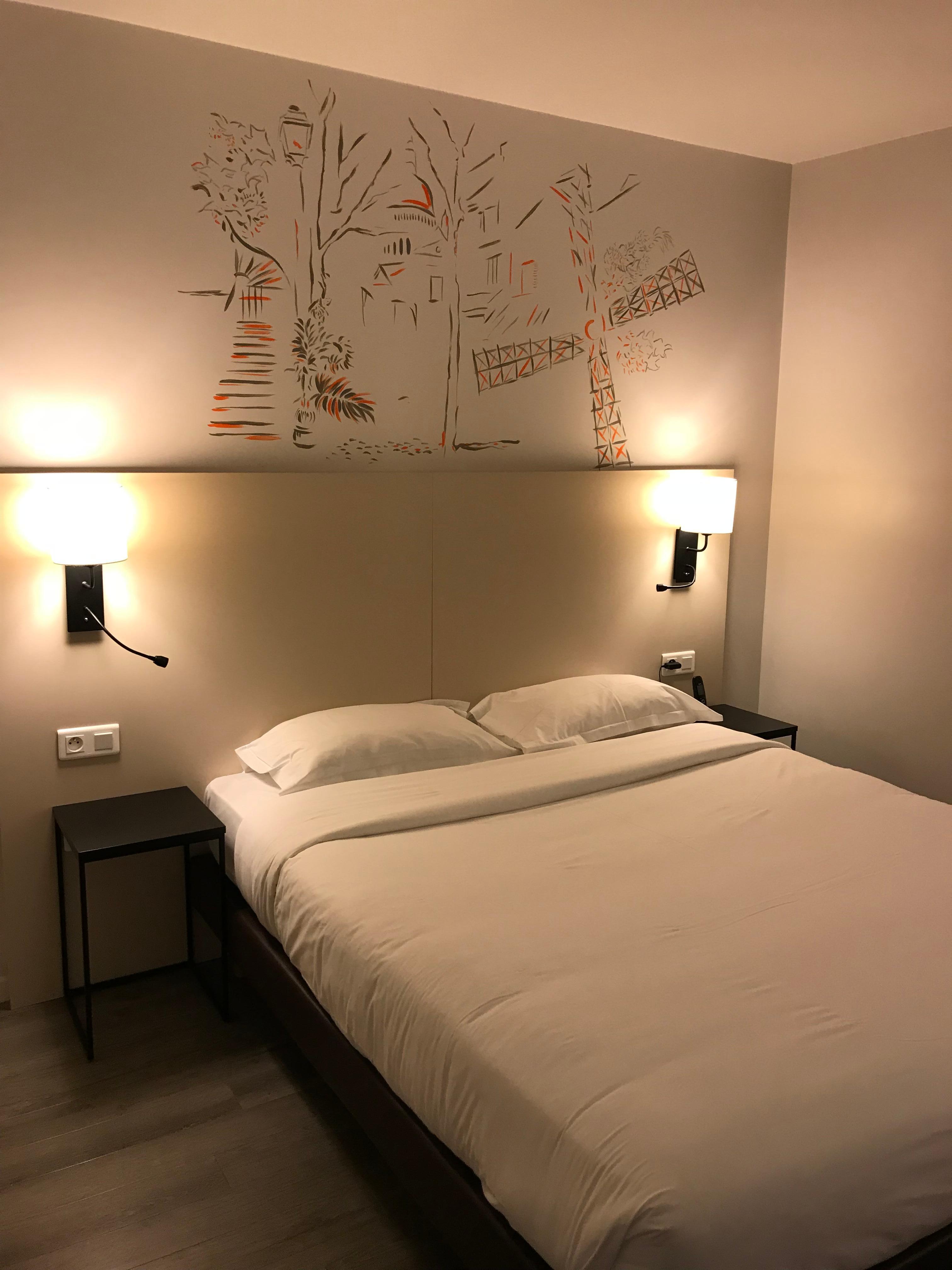 Modernisti kunnostettu makuuhuone