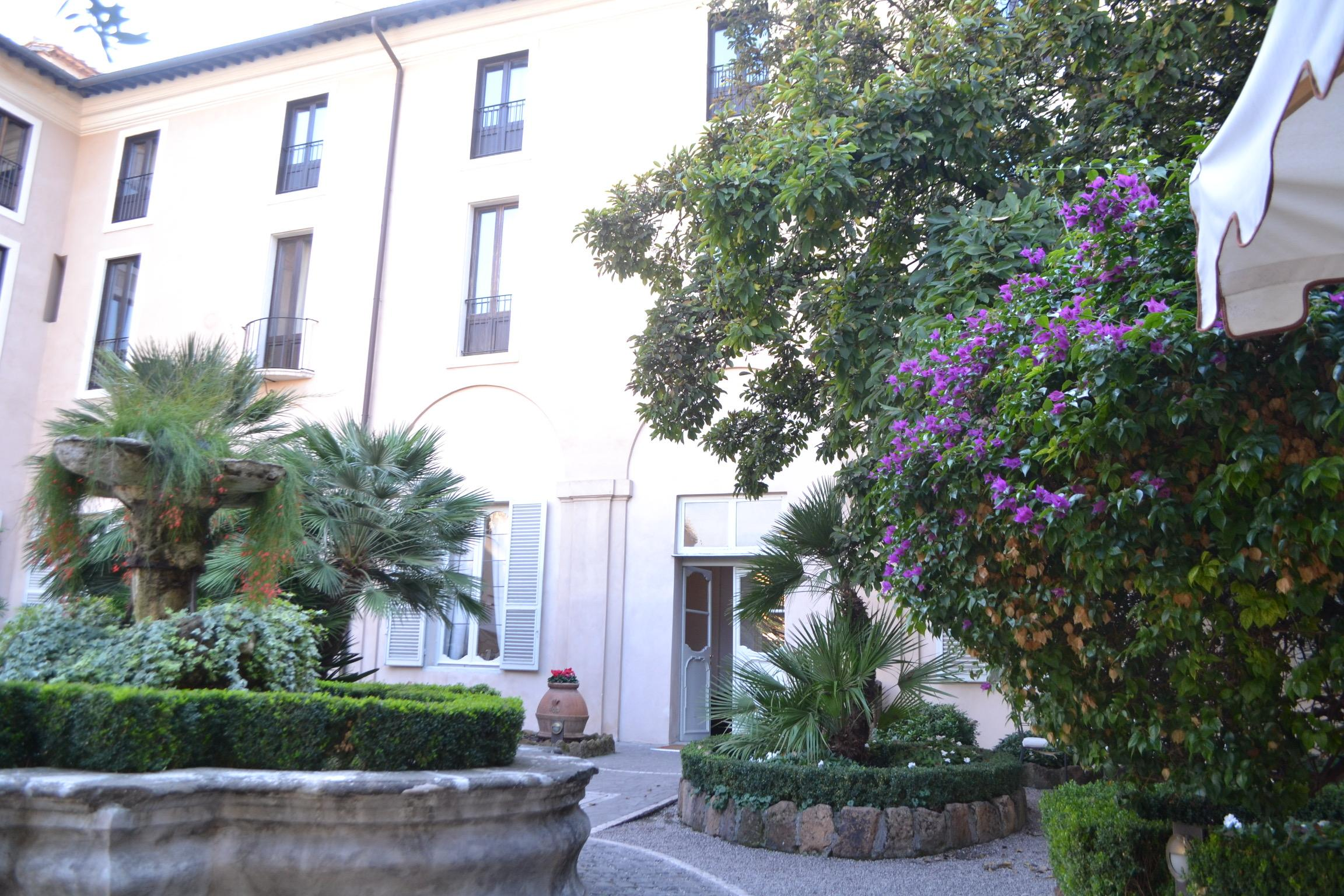 Hotellin puutarha