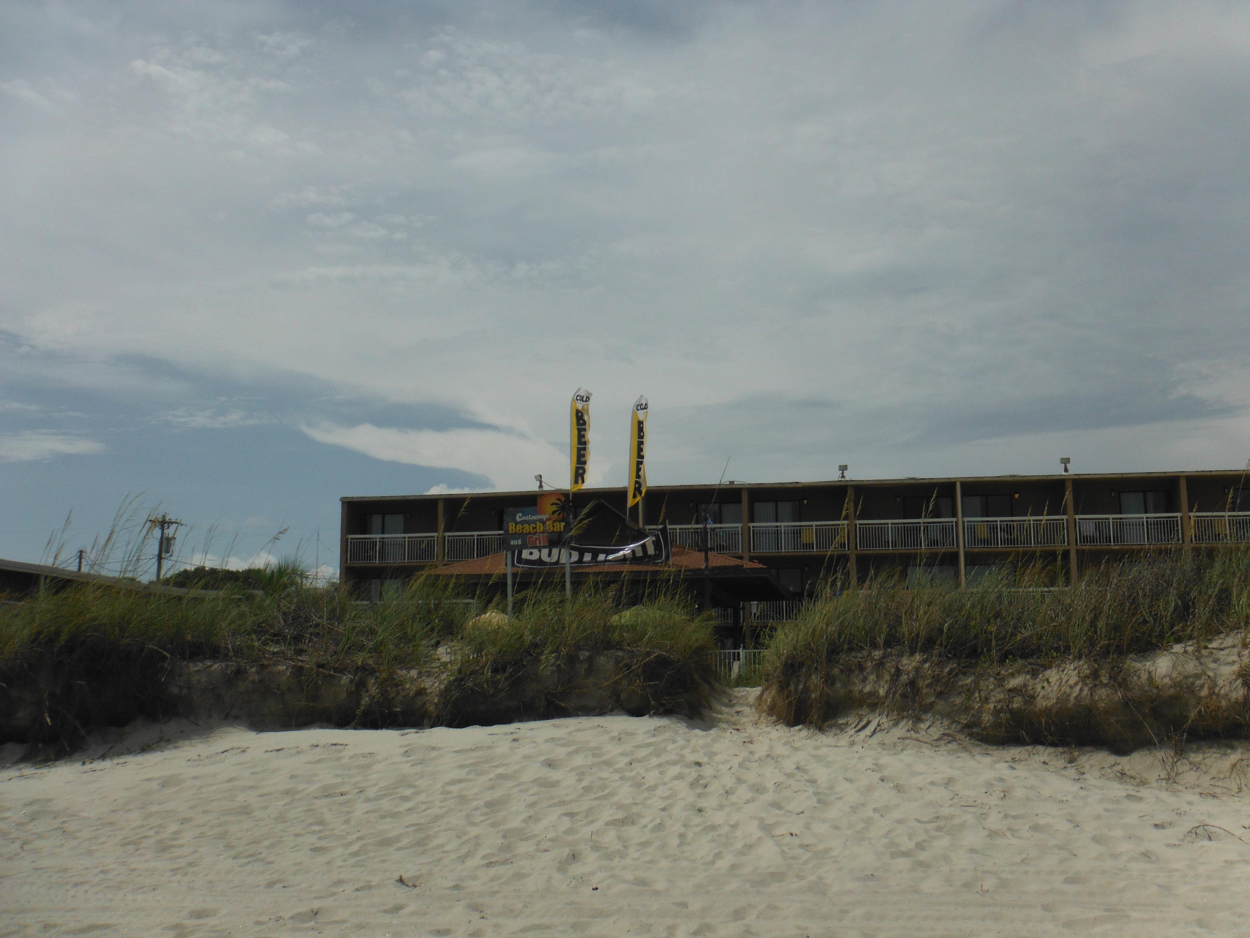 Castaway Pool Bar and Hotel