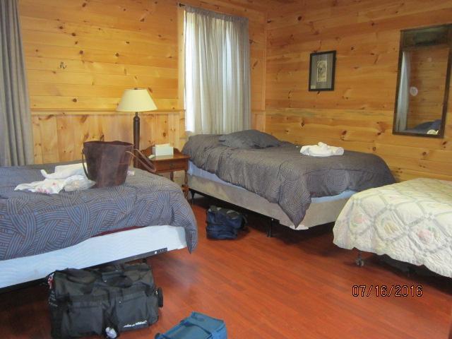 2 queen beds, 1 double bed