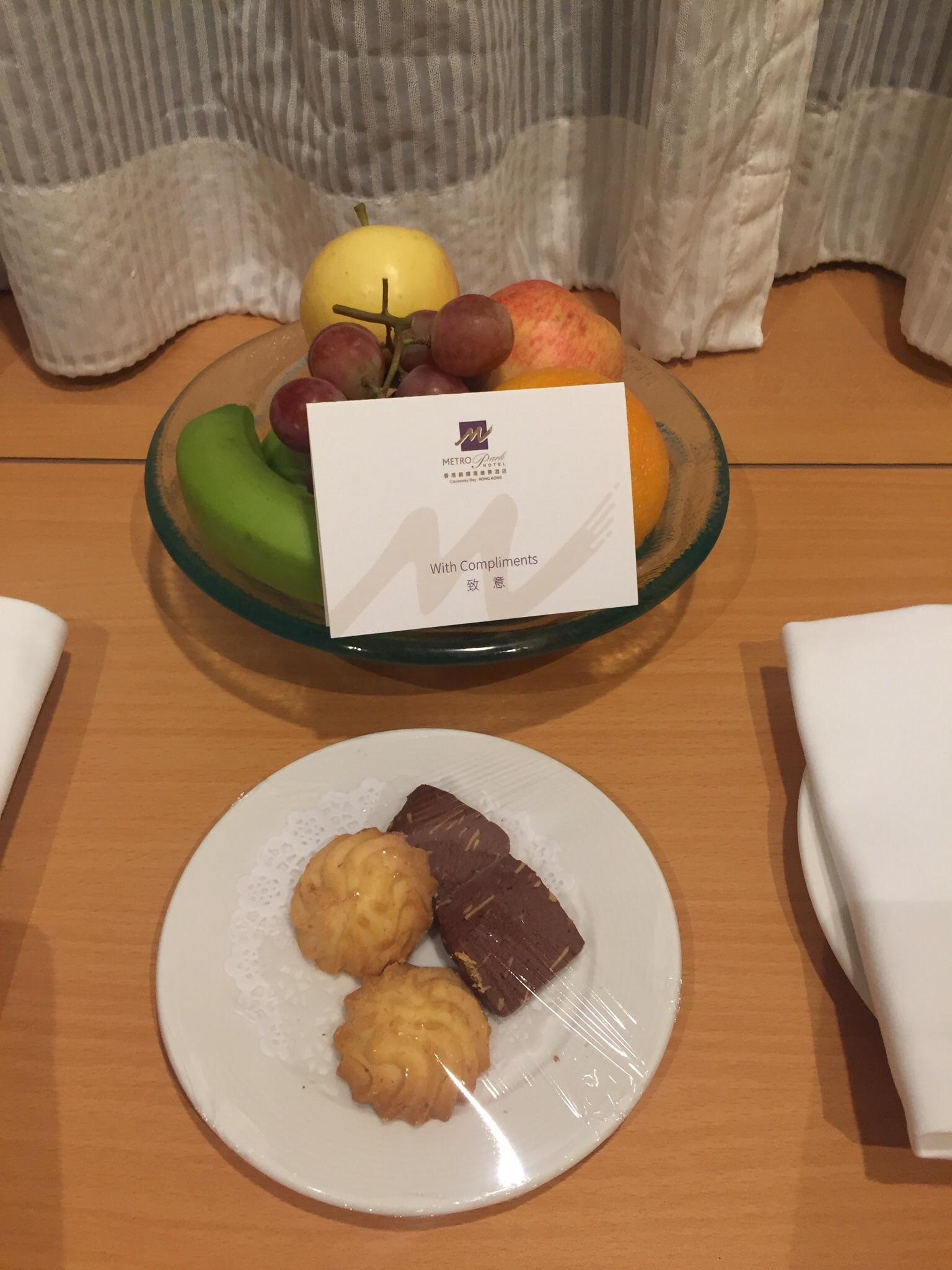 Welcome fruit and biscuits
