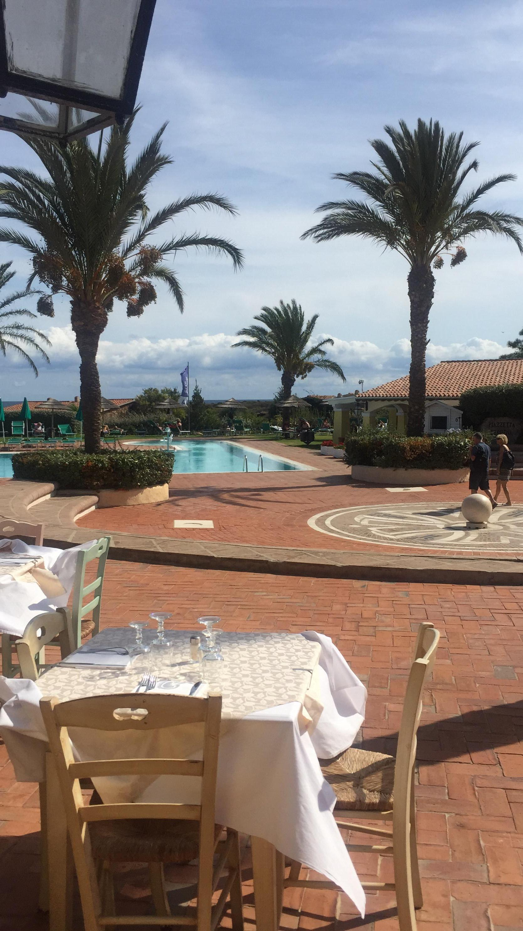 Der einzig schöner Ort war das Restaurant und das Pool