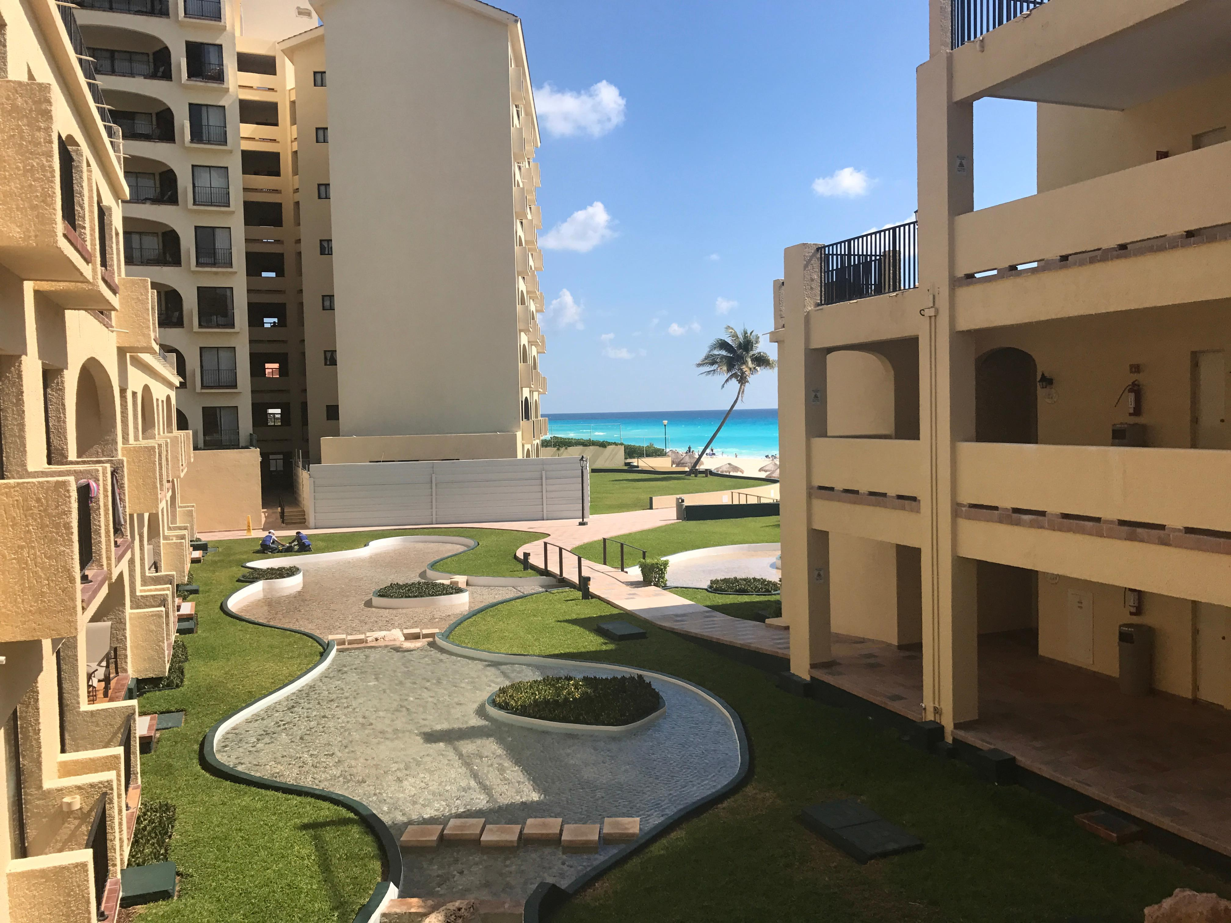 Hotel yard