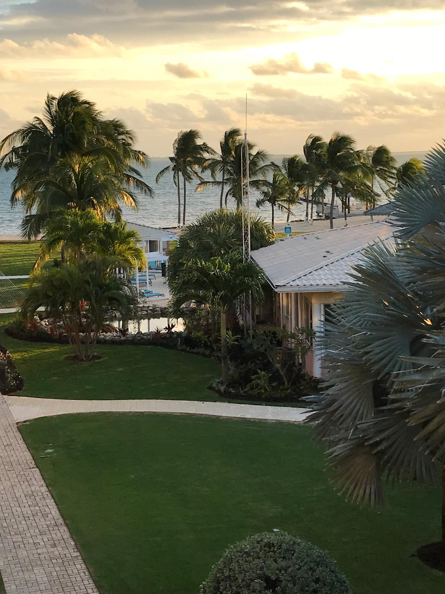 Holiday Inn Resort Grand Cayman in Crystal Harbour | Hotel Rates