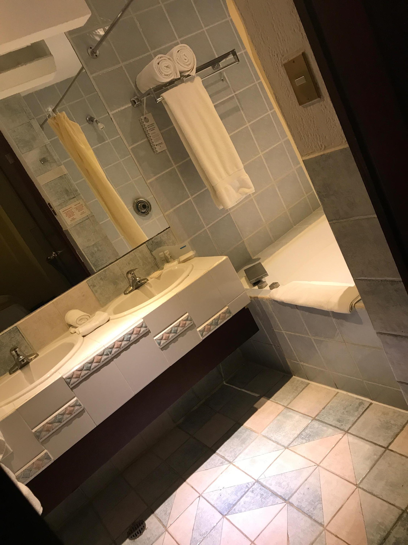 1980s bathroom